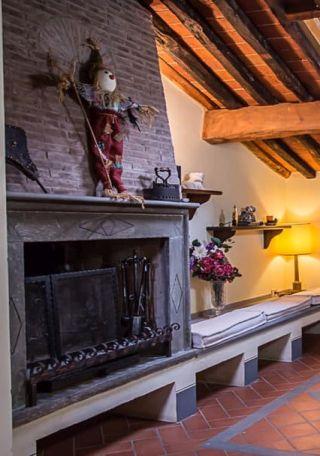 appartamenti in toscana per vacanze, particolare camino