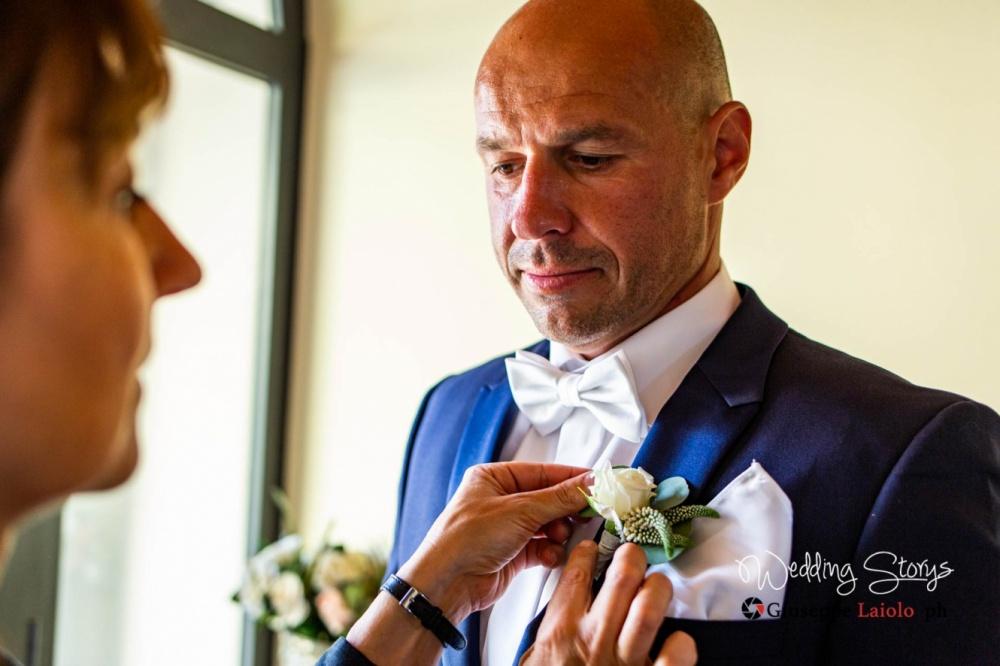 particolare della preparazione dello sposo