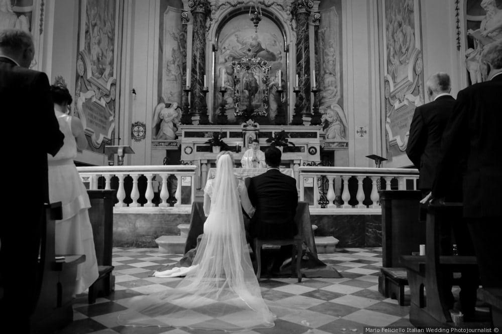 matrimonio e cerimonia religiosa in una antica chiesa a San Miniato in Toscana